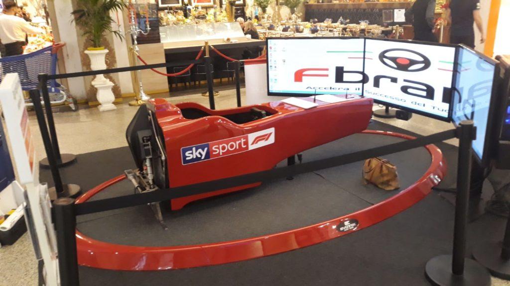 Simulatore-Formula-1-Fbrand-Sky-Sport-F1-Centro-Commerciale-Le-Gru-di-Grugliasco-Torino-1024x576